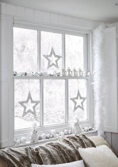 Elegant White Vintage Christmas Decoration Ideas 95