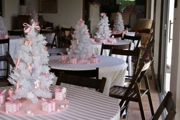 Elegant And Beautiful Tabletop Christmas Tree Centerpieces Ideas 19