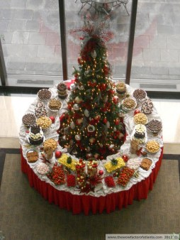 Elegant And Beautiful Tabletop Christmas Tree Centerpieces Ideas 37