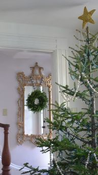 Stunning White Vintage Christmas Decoration Ideas 04