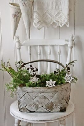 Stunning White Vintage Christmas Decoration Ideas 06