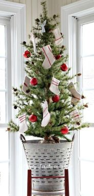 Stunning White Vintage Christmas Decoration Ideas 50