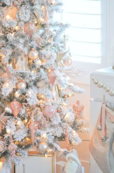 Stunning White Vintage Christmas Decoration Ideas 64