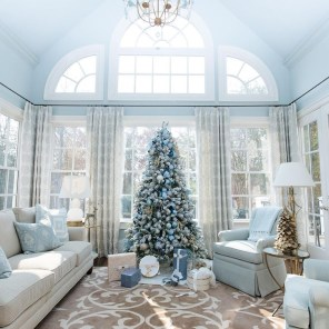 Amazing Silver And Blue Christmas Decoration Ideas For Christmas And New Year21