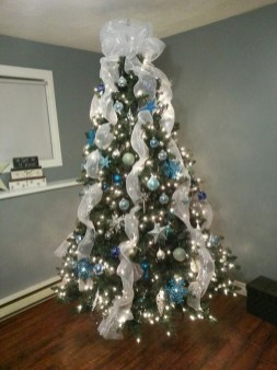 Amazing Silver And Blue Christmas Decoration Ideas For Christmas And New Year39