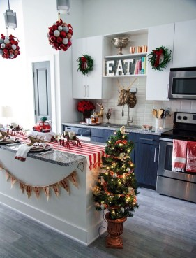 Brilliant Christmas Decoration Ideas For Small House 18