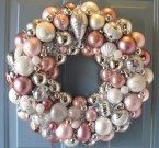 Colorful Christmas Wreaths Decoration Ideas For Your Front Door 46