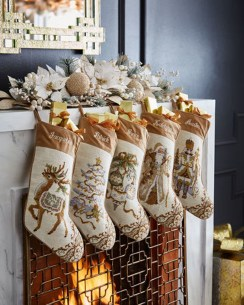 Cozy Fireplace Christmas Decoration Ideas To Makes Your Room Keep Warm12