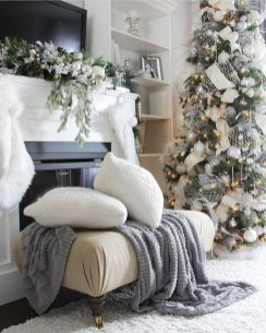 Cozy Fireplace Christmas Decoration Ideas To Makes Your Room Keep Warm13