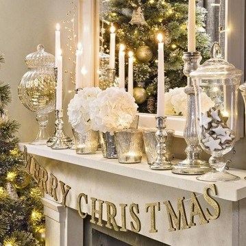 Cozy Fireplace Christmas Decoration Ideas To Makes Your Room Keep Warm19
