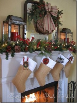 Cozy Fireplace Christmas Decoration Ideas To Makes Your Room Keep Warm40