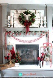 Cozy Fireplace Christmas Decoration Ideas To Makes Your Room Keep Warm44