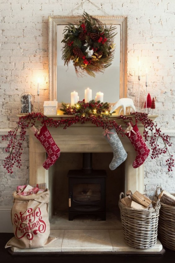 Cozy Fireplace Christmas Decoration Ideas To Makes Your Room Keep Warm47