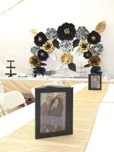 Elegant Black And Gold Christmas Decoration Ideas02