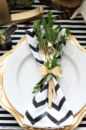 Elegant Black And Gold Christmas Decoration Ideas15