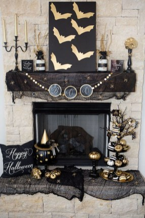Elegant Black And Gold Christmas Decoration Ideas17