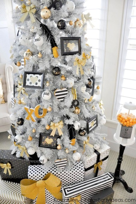 Elegant Black And Gold Christmas Decoration Ideas48