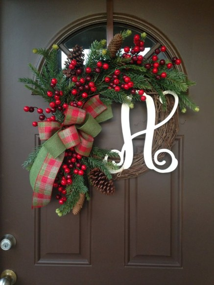 Eye Catching Rustic Christmas Decoration Ideas To Jazz Up Your Home 30