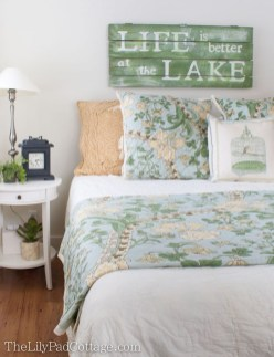 Inspiring Lake House Bedroom Decoration Ideas30