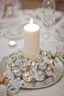Romantic Christmas Centerpieces Ideas With Candles 40