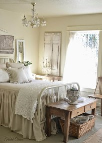 Totally Adorable French Bedroom Decoration Ideas10