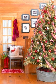Totally Inspiring Red And Gold Christmas Decoration Ideas 20