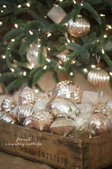 Totally White Vintage Christmas Decoration Ideas22