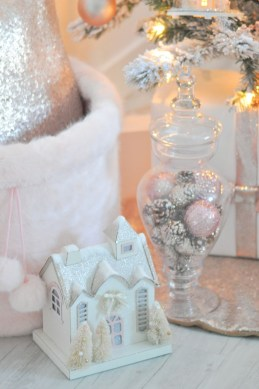 Totally White Vintage Christmas Decoration Ideas37