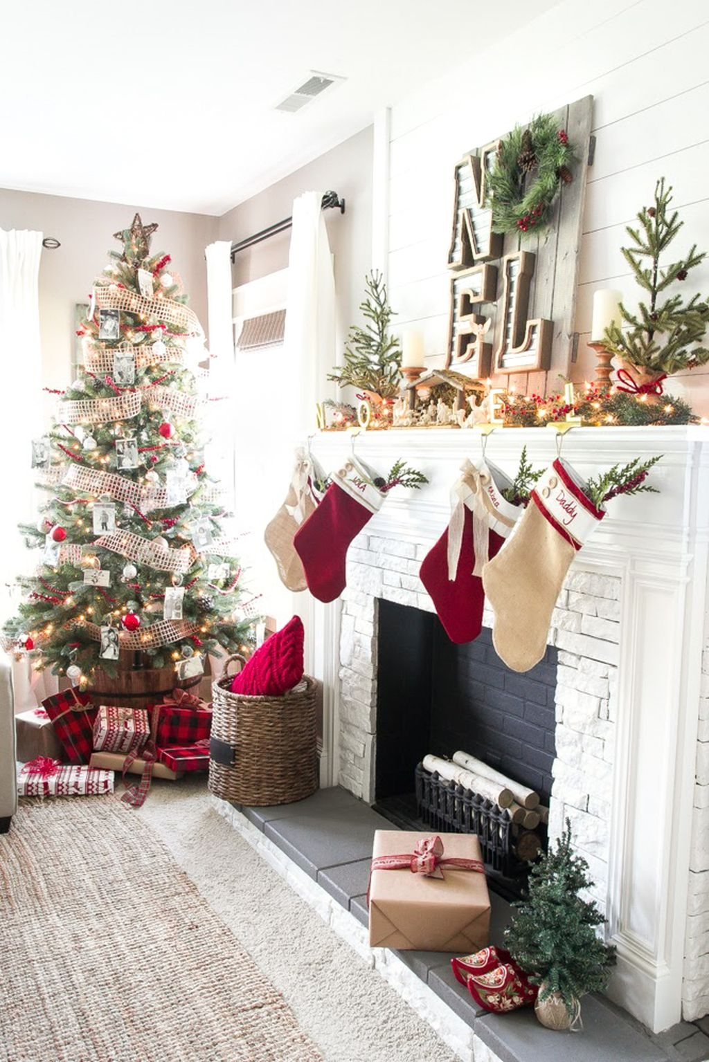 Traditional Christmas Decoration Ideas You Will Totally Love 24