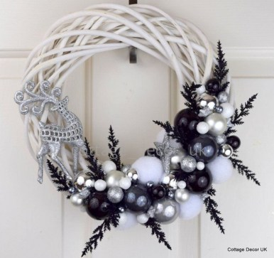 Unique And Unusual Black Christmas Decoration Ideas 22