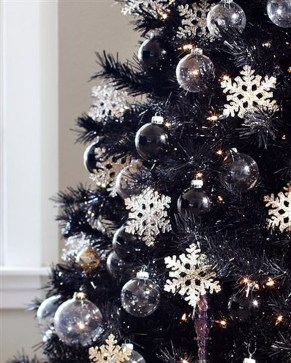 Unique And Unusual Black Christmas Decoration Ideas 24