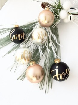 Unique And Unusual Black Christmas Decoration Ideas 32