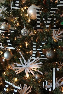 Unique And Unusual Black Christmas Decoration Ideas 40