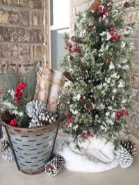 Inspiring Winter Entryway Decoration Ideas 03
