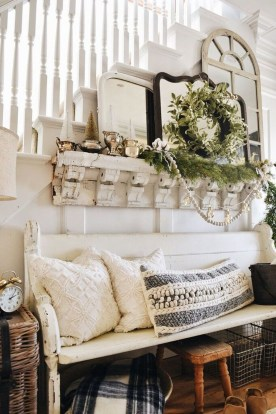 Inspiring Winter Entryway Decoration Ideas 07