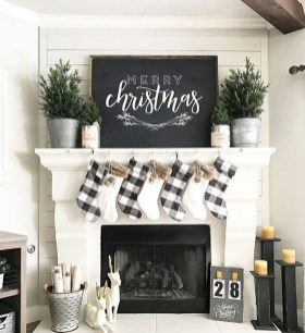 Inspiring Winter Entryway Decoration Ideas 10