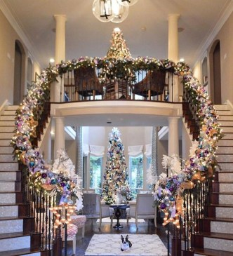 Inspiring Winter Entryway Decoration Ideas 18