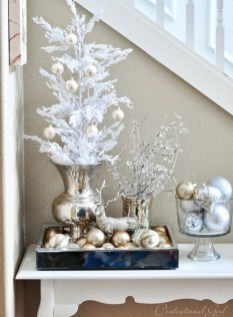 Inspiring Winter Entryway Decoration Ideas 22