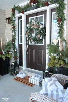 Inspiring Winter Entryway Decoration Ideas 26