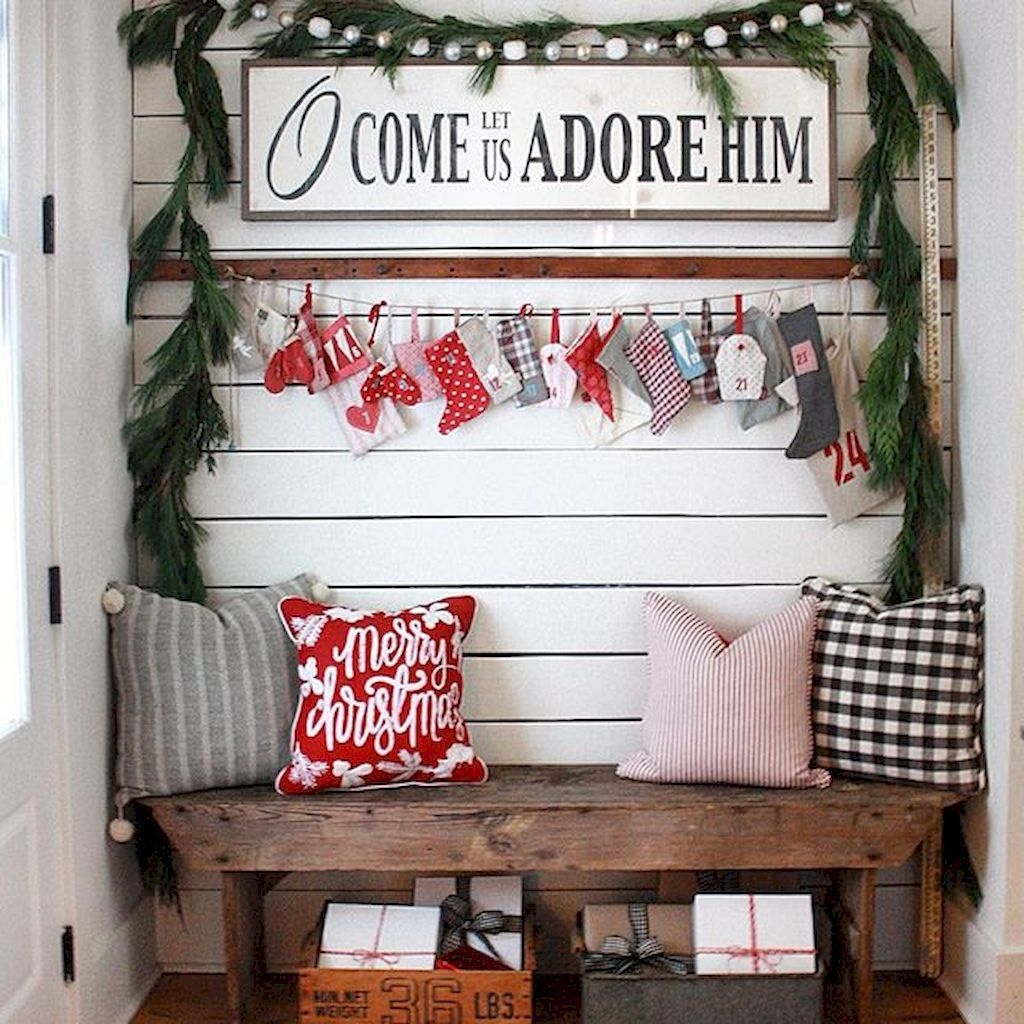 Inspiring Winter Entryway Decoration Ideas 44