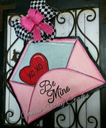 Cute Valentine Door Decoration Ideas You Should Try 06