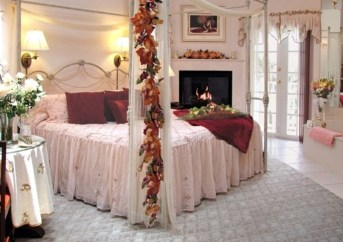 Romantic Bedroom Decorating Ideas For Valentines Day 34