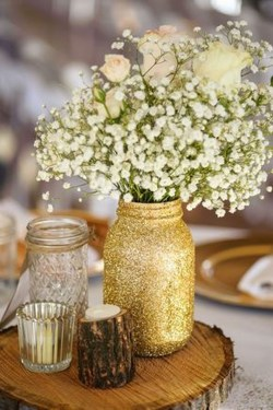Stunning Gold Winter Decoration Ideas 06