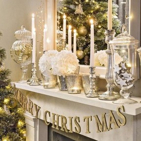 Stunning Gold Winter Decoration Ideas 12