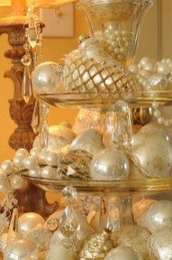 Stunning Gold Winter Decoration Ideas 14
