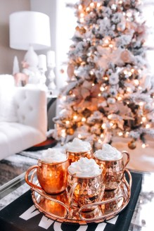 Stunning Gold Winter Decoration Ideas 17