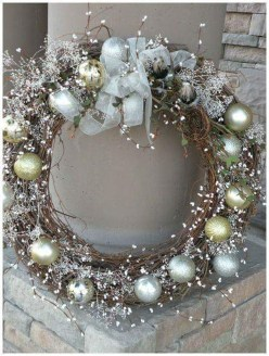 Stunning Gold Winter Decoration Ideas 18