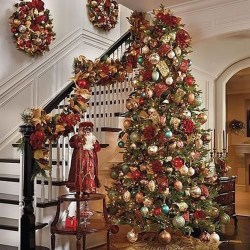 Stunning Gold Winter Decoration Ideas 28