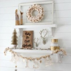 Stunning Gold Winter Decoration Ideas 30
