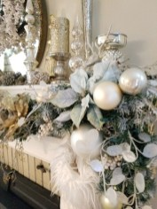 Stunning Gold Winter Decoration Ideas 37